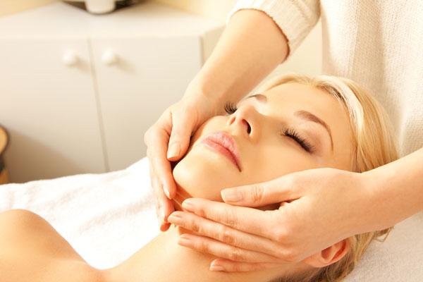 Djupare Ansiktsmassage med dekoltage, hals, nacke & scalpmassage